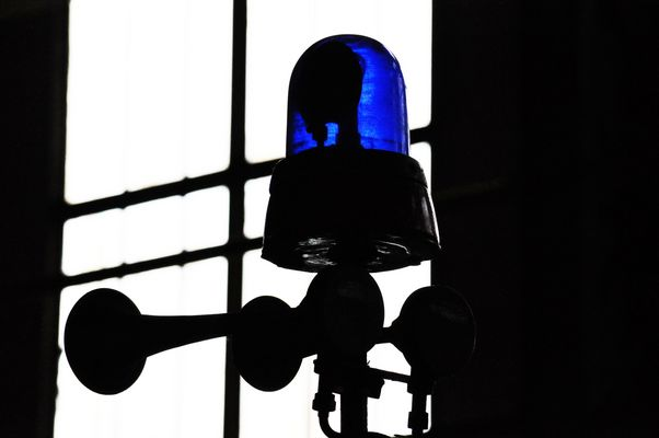 Blaulicht im Gegenlicht
