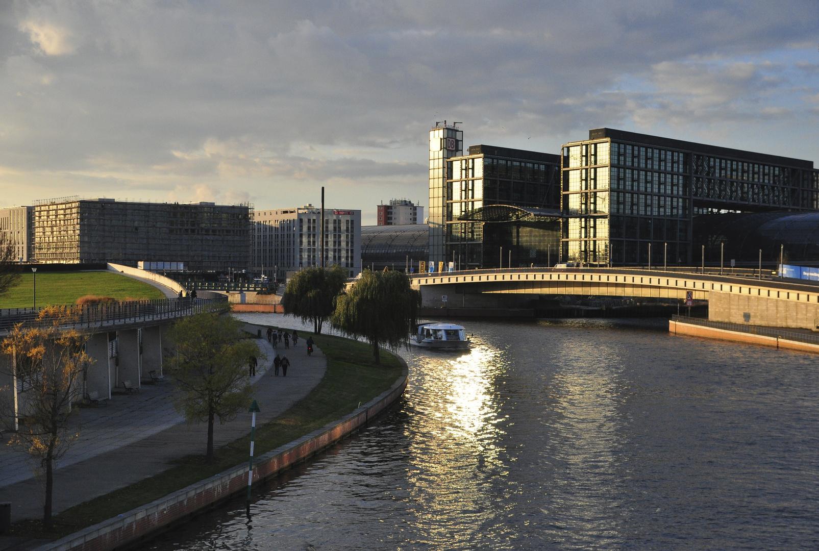 Blick aauf Regierungsviertel in Berlin