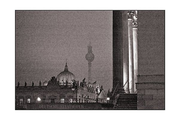 Blick an der Deutschen Staatsoper in Richtung Alexanderplatz