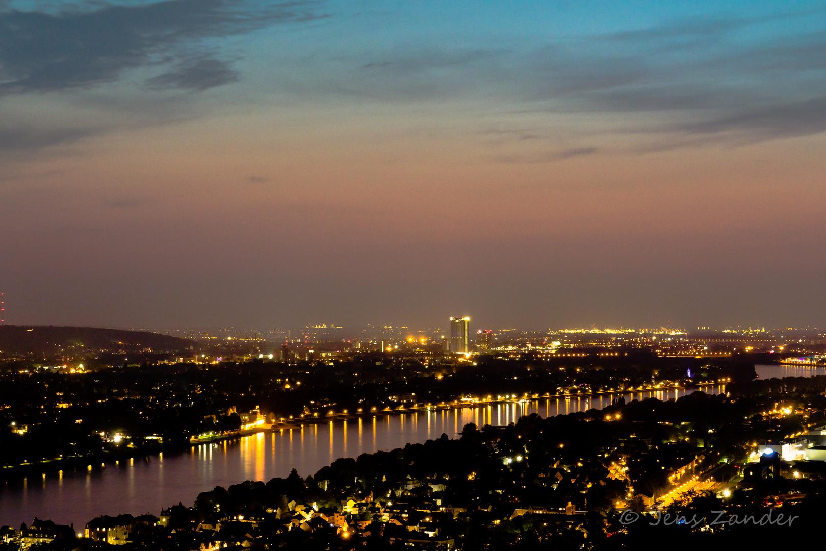 Blick auf Bonn bei Nacht