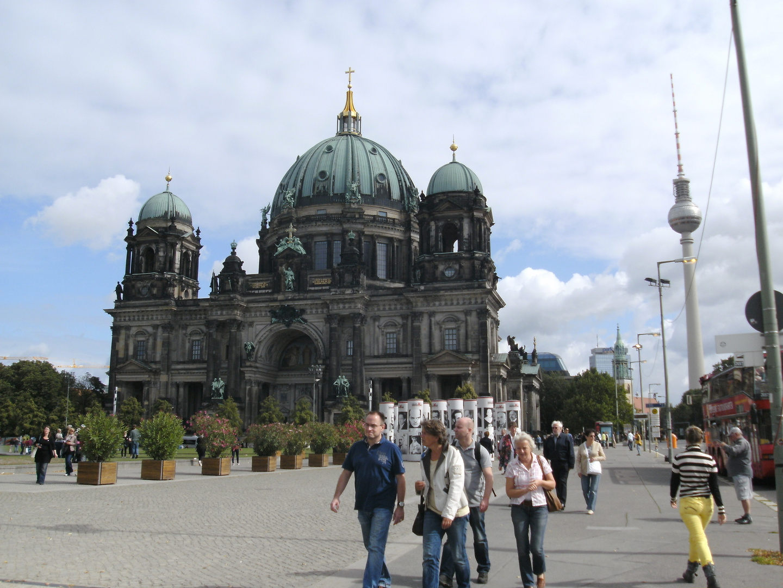 Blick auf den Berliner Dom von der Schlossbrücke