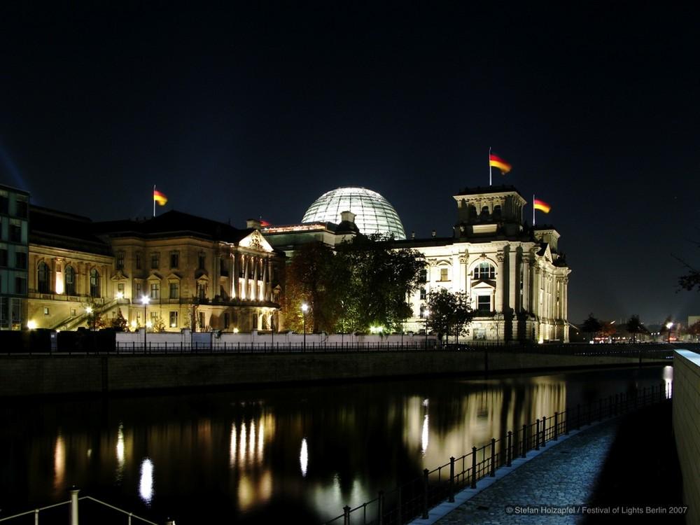 Blick auf den Berliner Reichstag - Festival of Lights 2007