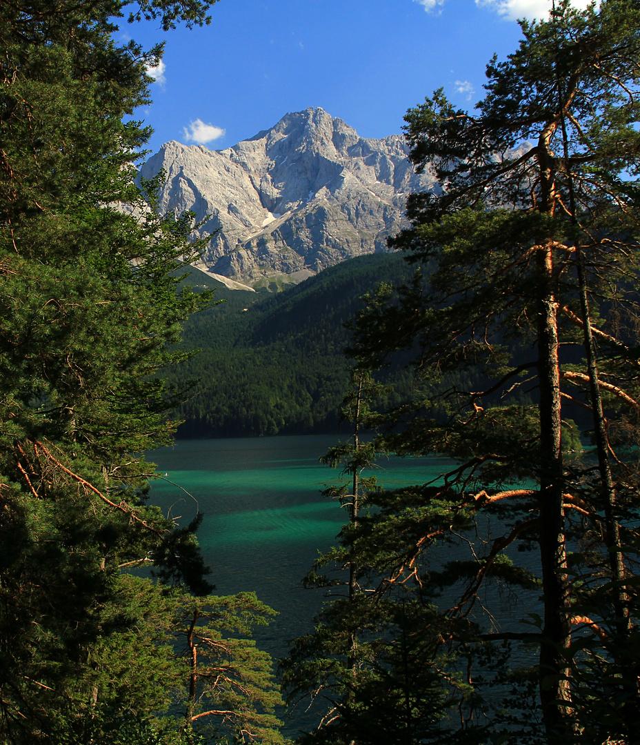 Blick auf den Eibsee und Zugspitze