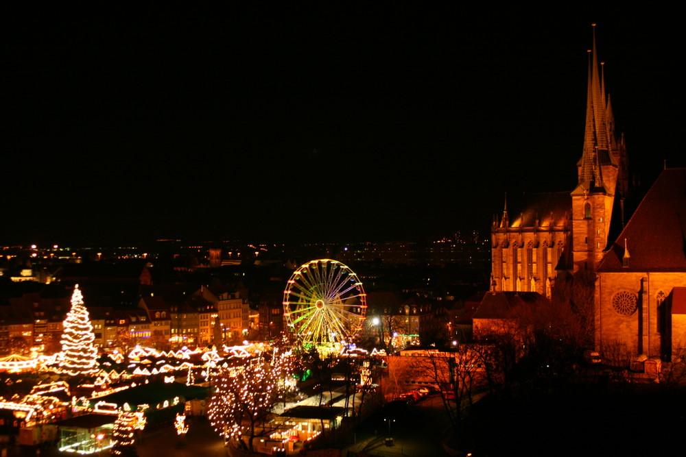 Blick auf den Erfurter Domplatz zur Weihnachtszeit