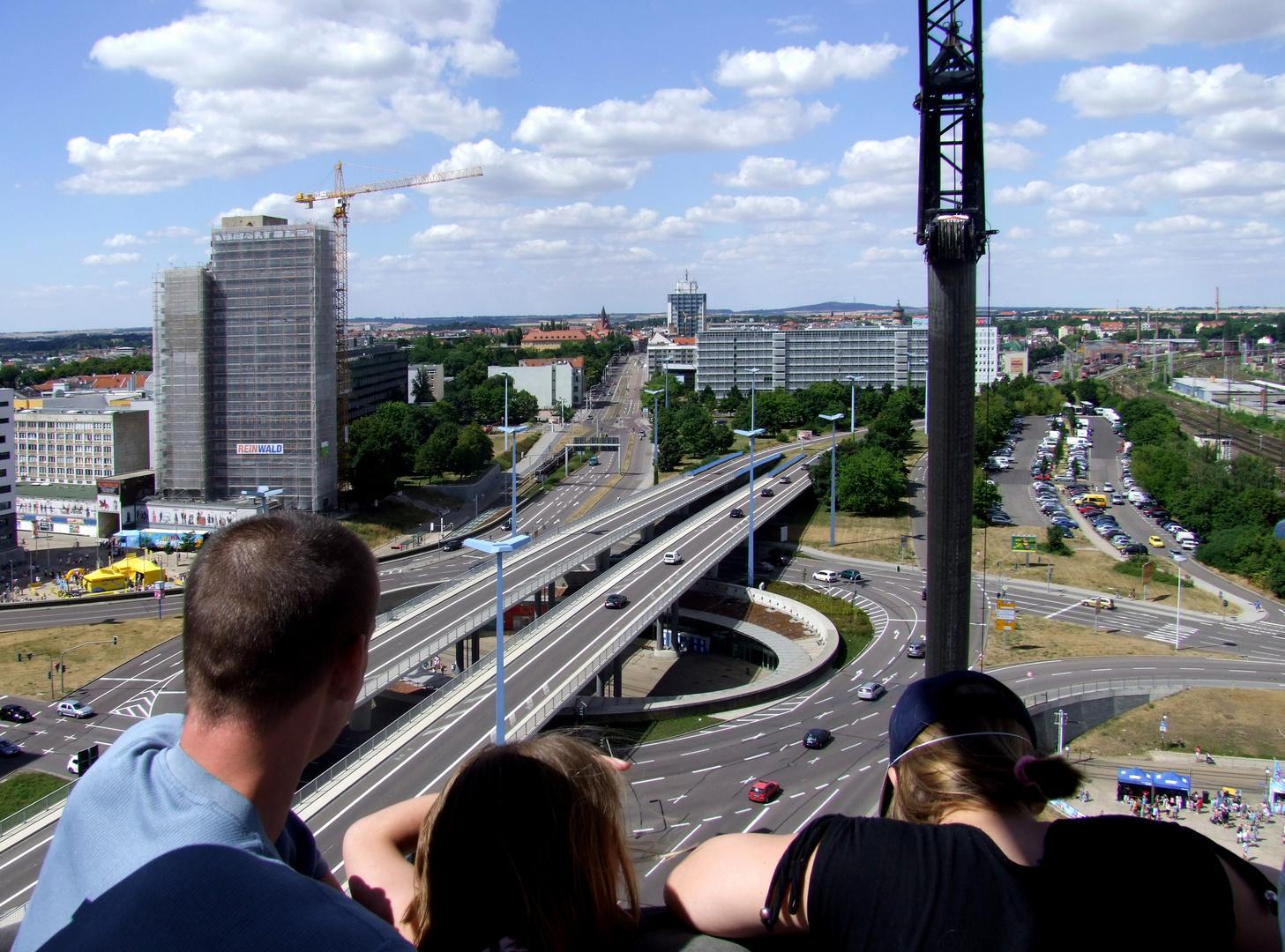 Blick auf den Riebeckplatz in Halle 2010 von Oben noch mit Riebeckplatzhochhaus