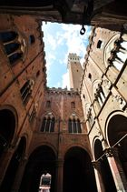 Blick auf den Torre del Mangia