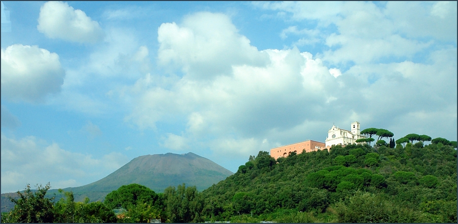 Blick auf den Vesuv und das Kloster Camàldoli della Torre