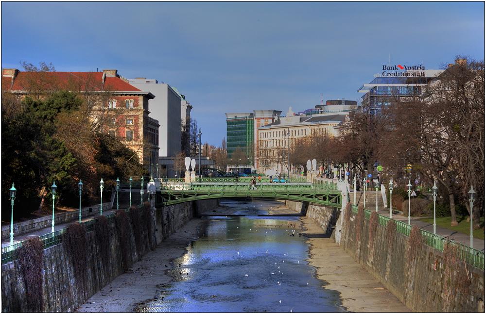 ... Blick auf den Wienfluss ...