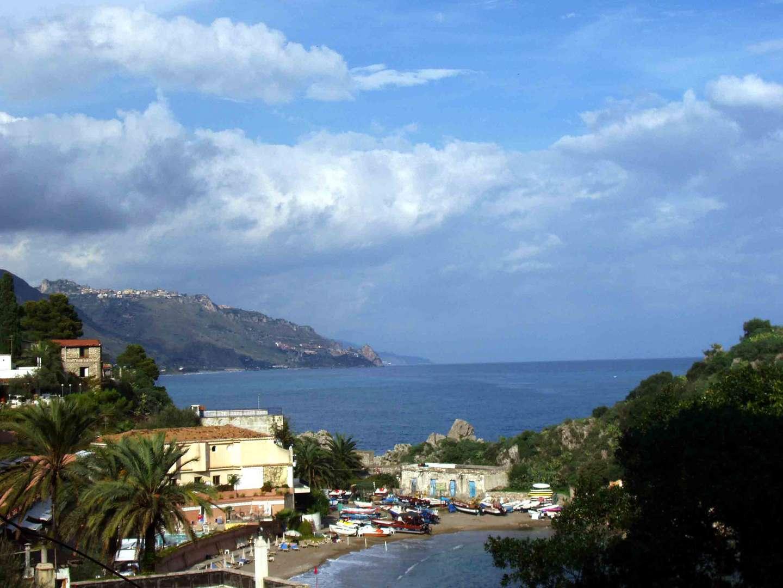 Blick auf  die Bucht von Taormina