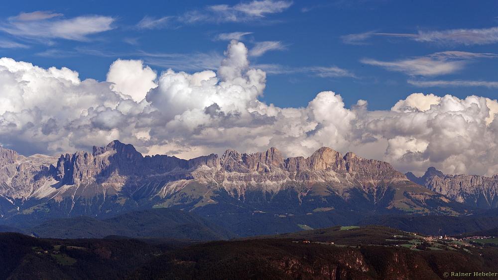 Blick auf die Dolomiten ...