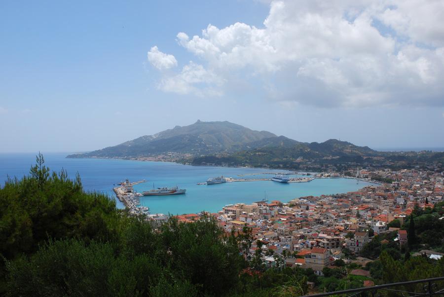 Blick auf die Hauptstadt und die Halbinsel Skopos