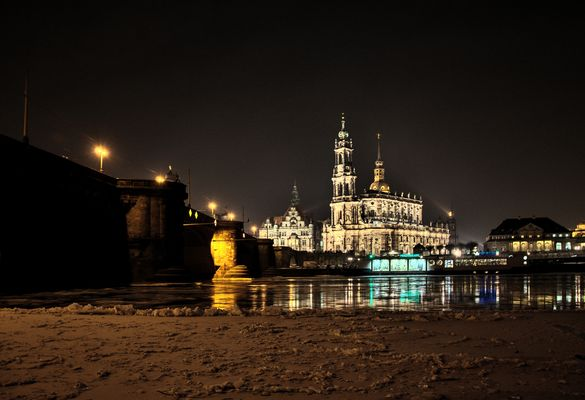 Blick auf die Hofkriche in Dresden