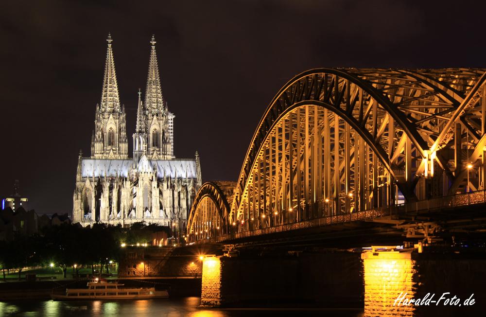 Blick auf die Hohenzollernbrücke und den Dom