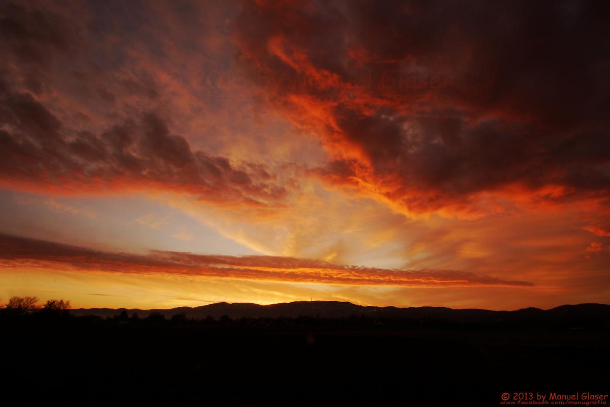 Blick auf die Hornisgrinde kurz vor Sonnenaufgang