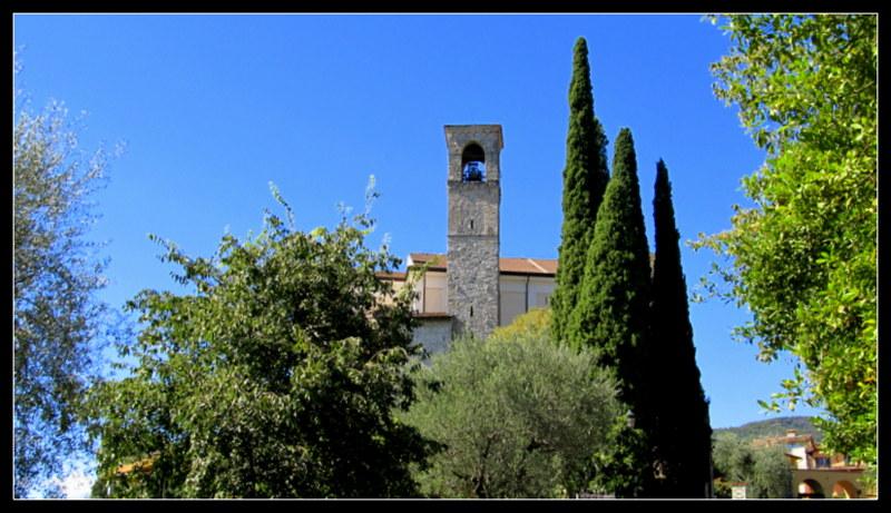 Blick auf die Kirche von Gardone Riviera