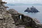 Blick auf die Klosterruinen des Skellig Michael und hinüber zu der Small Skellig