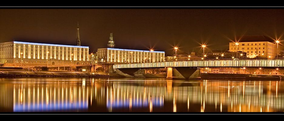 ...blick auf die nibelungenbrücke...