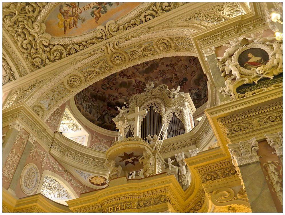 Blick auf die Orgel...