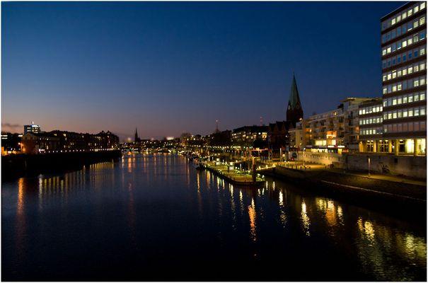 Blick auf die Weser von der Wilhelm-Kaisen-Brücke aus
