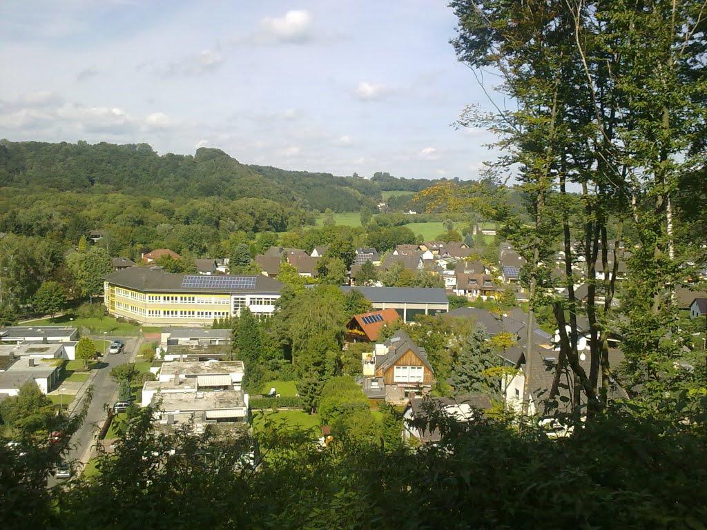 Blick auf Donrath.Gemeinschaftsgrundschule im Bildmittelpunkt. Samstag, 11. September 2010