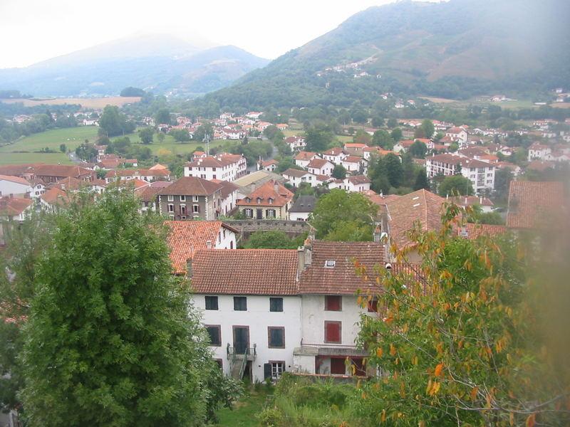 Blick auf ein Dorf runter