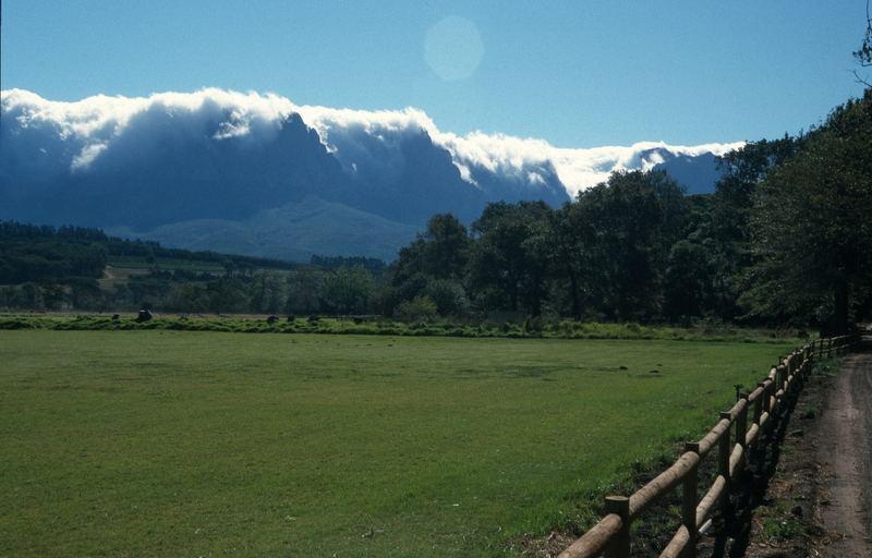 Blick auf einen Bergkamm in Südafrika