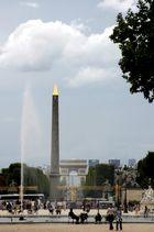 Blick auf Obelisk, Arc de Triomphe und Les Arc
