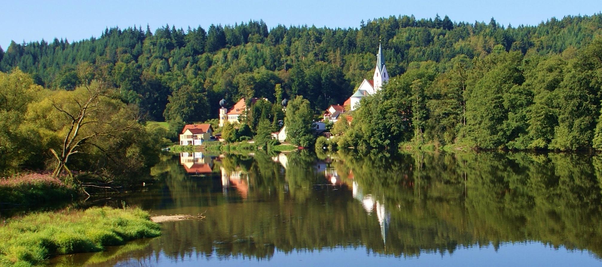 Blick auf Schloss Ramspau und Kirche