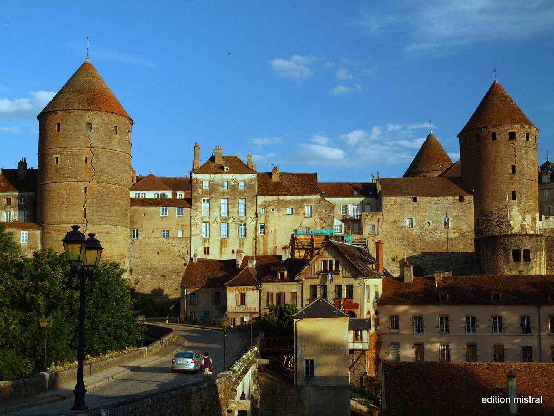 Blick auf Semur en Auxois