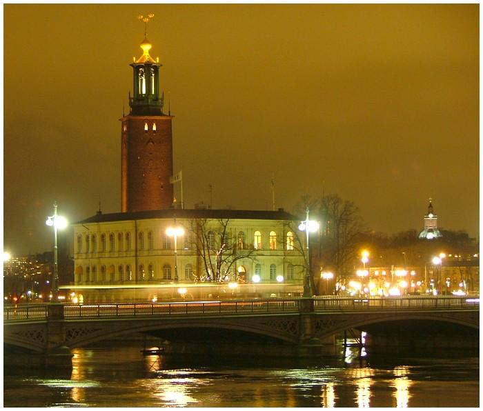 Blick auf Stadshuset in Stockholm