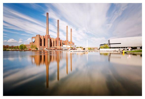 Blick auf VW-Kraftwerk und Autostadt...