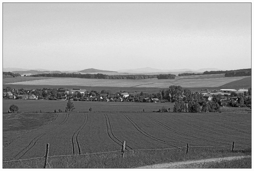 Blick aufs Riesengebirge -sw-