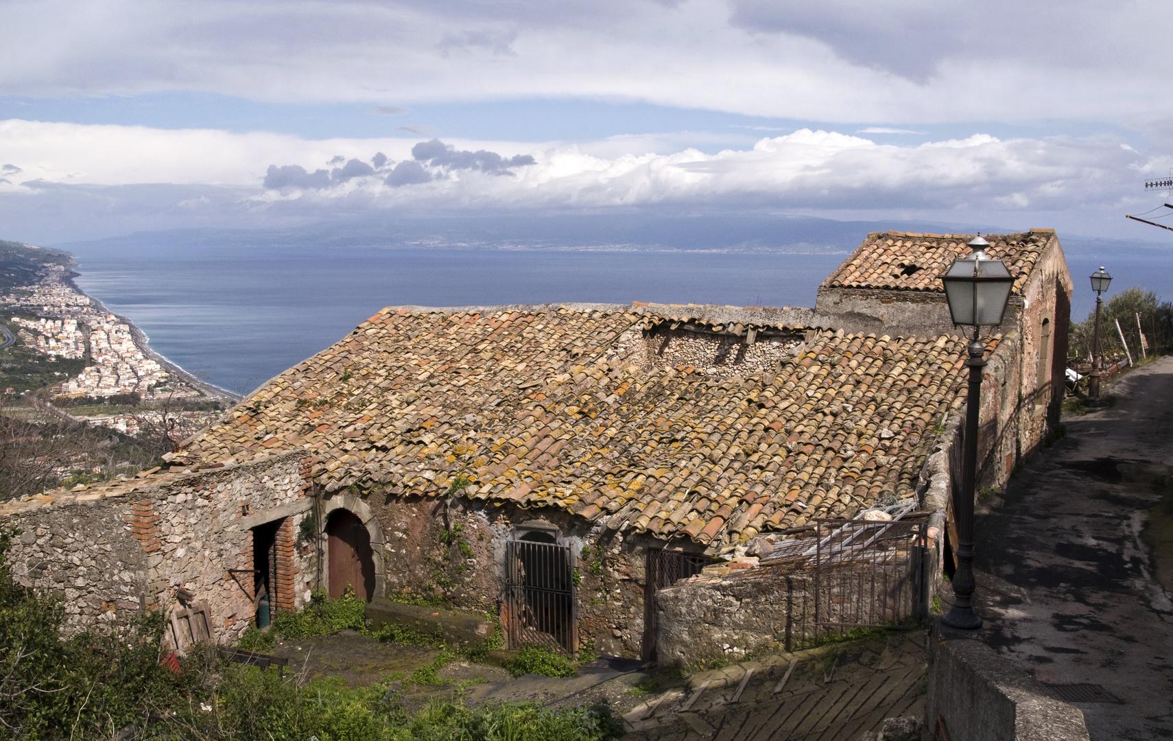 Blick aufs Sizilianische Meer - Forza d'Agro