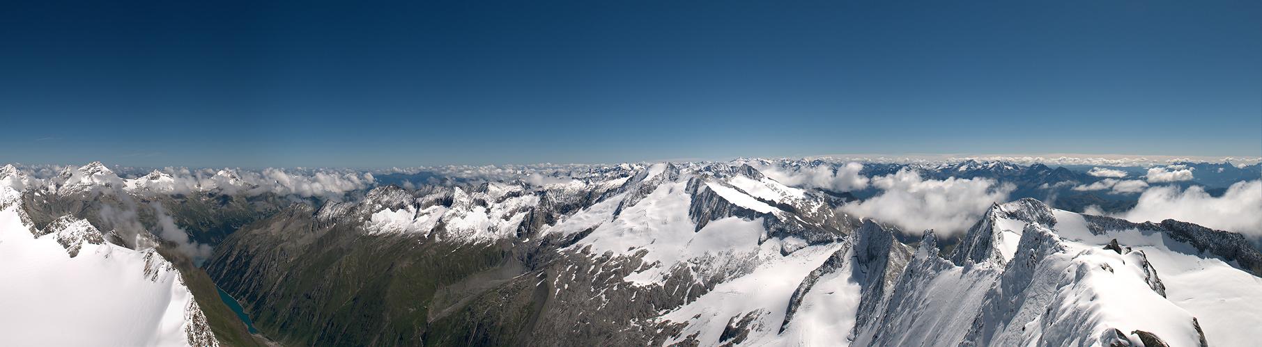 ... Blick aus 3510m  (Zillertaler Alpen) ...
