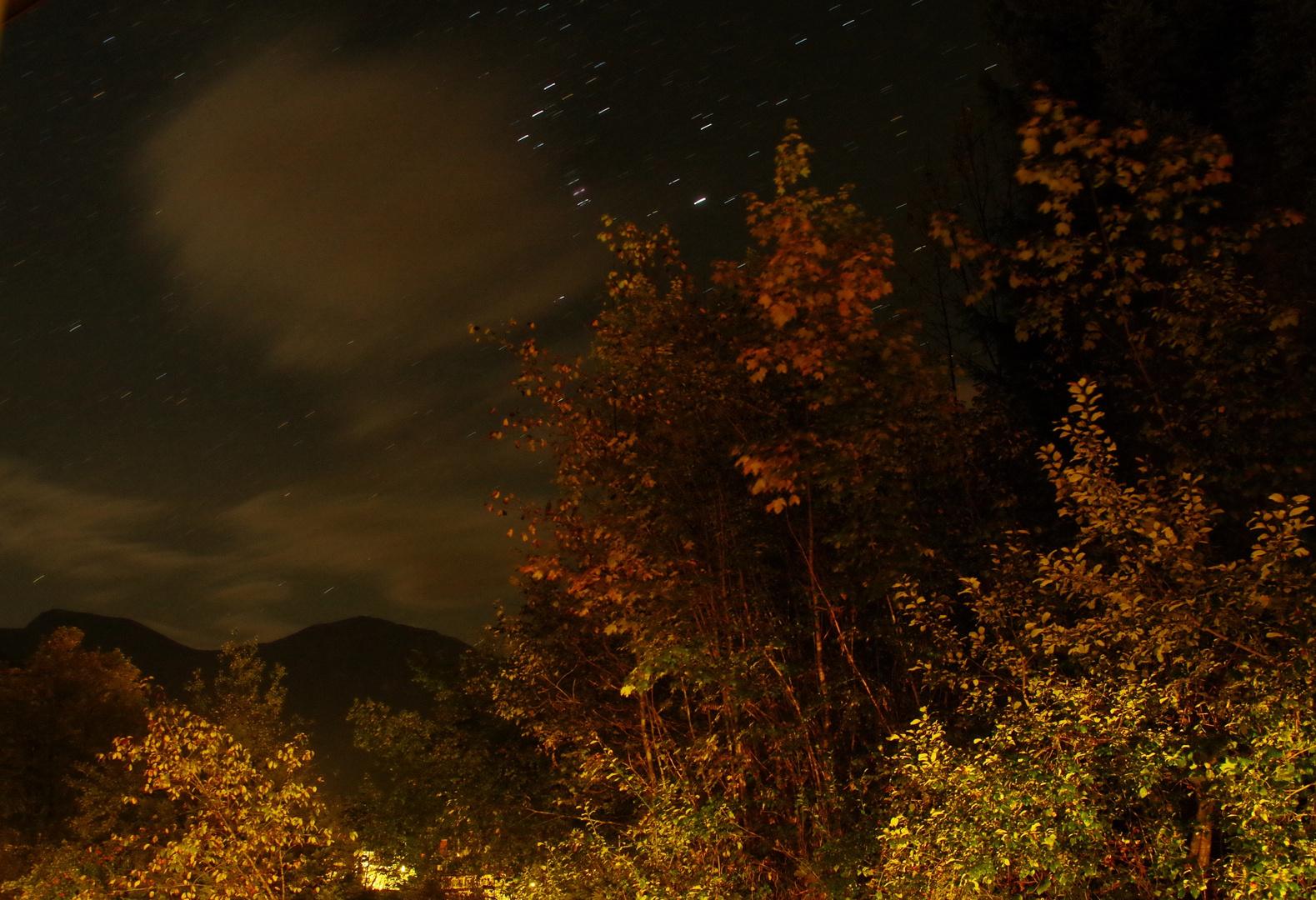 Blick aus dem Fenster in der Nacht