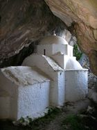 Blick aus dem Inneren der Höhle auf Panagía Makriní auf SAMOS/Greece