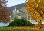 Blick aus dem Kurpark von Bad Breisig auf das Schloss Arenfels