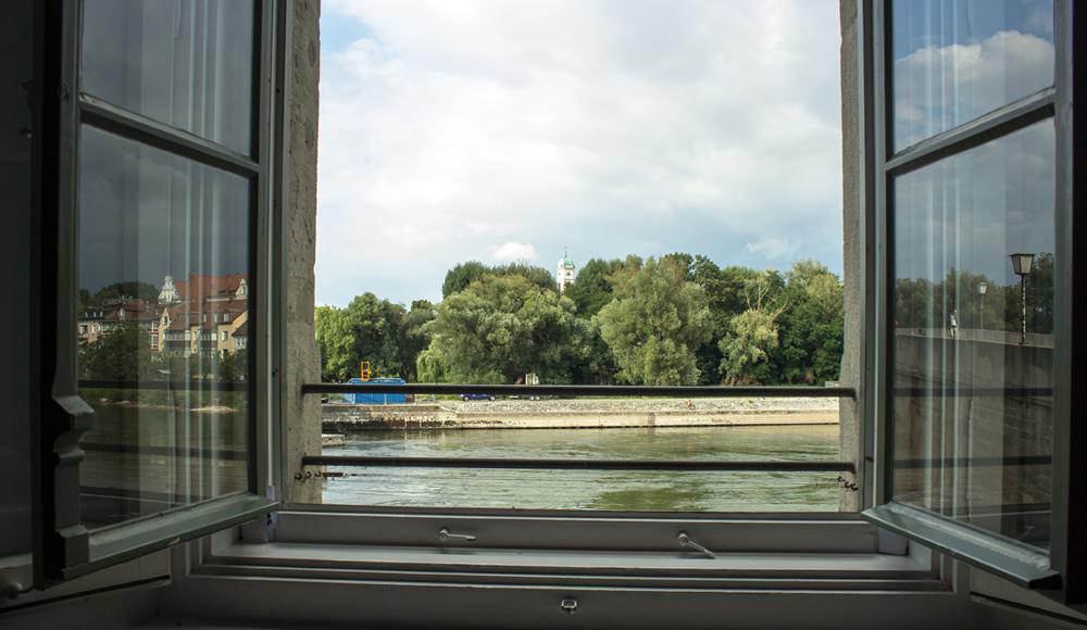 Blick aus einem Fenster in Regensburg