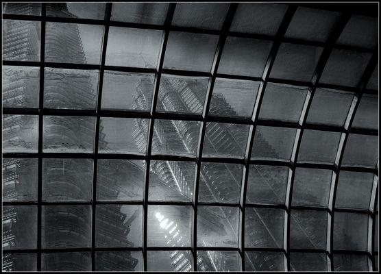 Blick durch das Glasdach der mall...