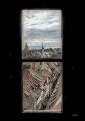 Blick durch das Turmfenster..