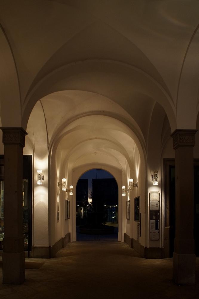 Blick durch die (ehemalige) Landgerichtspassage zum Brunnenhof.Jetzt Rathaus