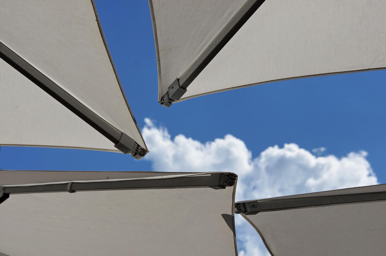 Blick durch's Sonnenschirm- auf's Ozonloch