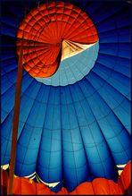 Blick in das Innere einer Ballonhülle