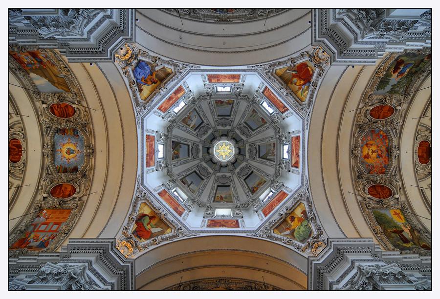 Blick in die Kuppel vom Salzburger Dom