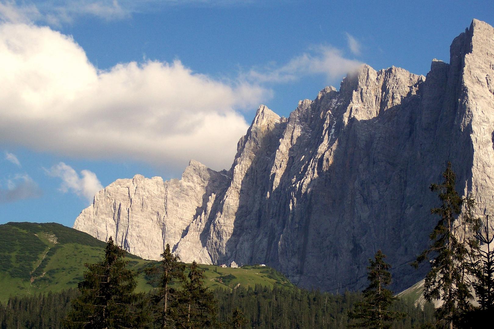 Blick in Richtung Falkenhütte auf die Laliderer Wände
