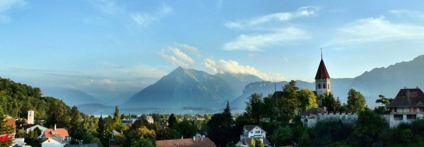 Blick ins Berner Oberland von Spital Thun aus..
