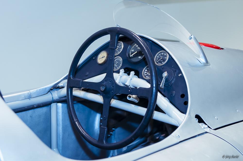 Blick ins Cockpit eines frühen Porsche
