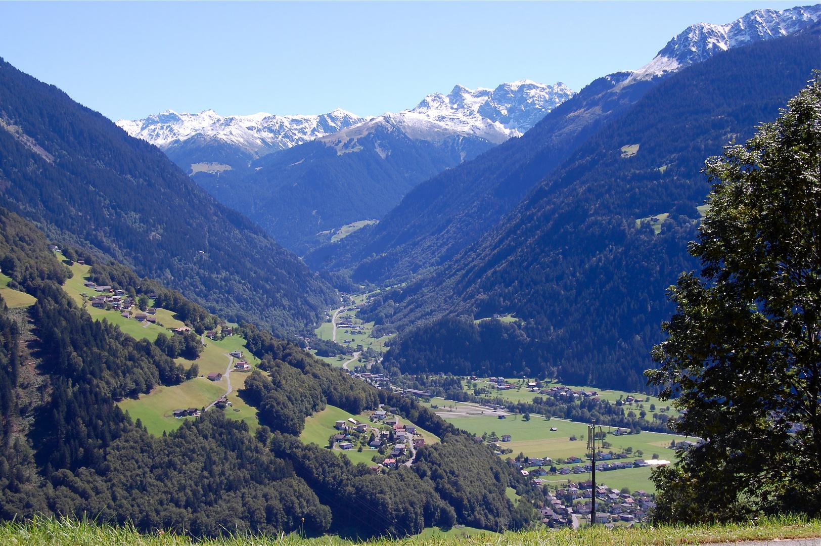 Blick ins hintere Montafon und Schruns (im Tal)…