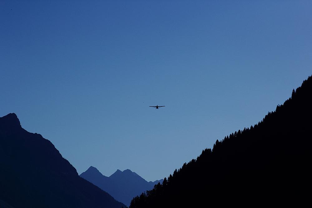 Blick ins Lechtal ..... und UL im Landeanflug- auf LOIR