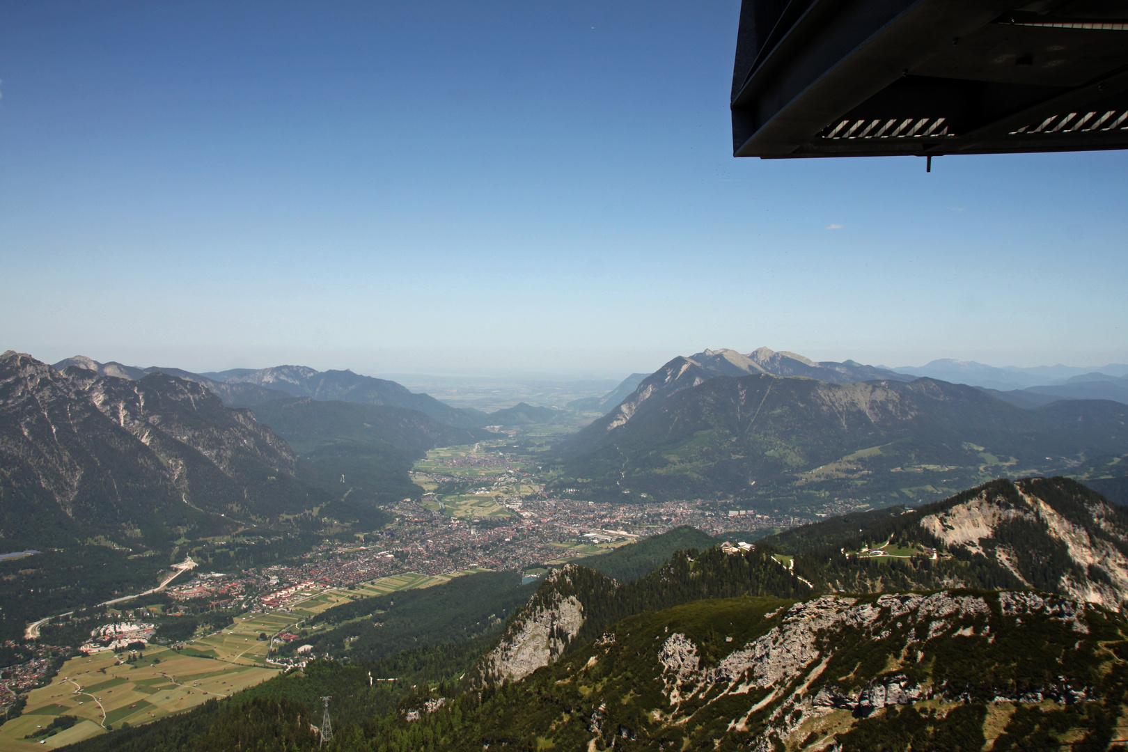 Blick nach Garmisch-Partenkirchen